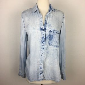 Bella Dahl Distressed Chambray Button Down Small